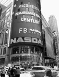 フェイスブックの株価が下げ止まらない! ユーザー9億人でも成長が懸念される理由