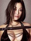 [ムチでたたいちゃう女]小向美奈子──Sに見えるけど、 ホントは ドMなんです。