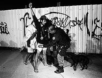 殺人、誘拐、ドラッグ密売! 無法地帯と化した貧民街に巣食うギャングたちの凶状