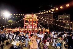 """「ひとつの型で、みんなで踊る」――その一点で結びつく、これぞ日本の""""盆ディスコ"""""""