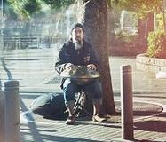 【峯モトタカオ】それは街に突然出現するヒーリングポイント……謎の打楽器ハンドパンの神秘性