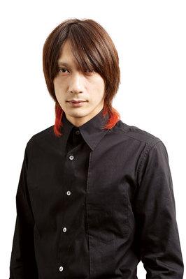 黒い服装の村田充