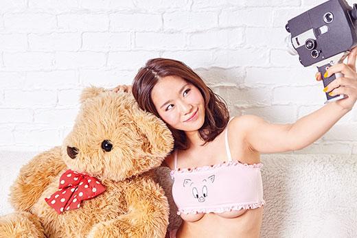 1710_cyzo_naraoka_niko0083_fin_ss_520.jpg