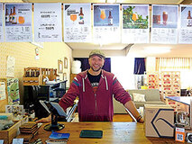 """本場仕込みのビールが飲める憩いの""""リビングルーム""""――みかん、山椒、葡萄……有田川の食材をビールに!"""