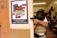 3億丁も出回ってるから規制できない!? 銃撃犯の侵入に備えて避難訓練!――米国のスクールシューティング