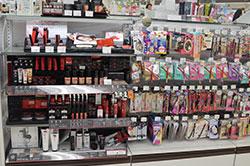 美容商材と広告が作りだす夢ビジネスの虚像――売れ筋コスメも裏側は全部同じ? 美容業界最大タブーOEMと広告の画像1